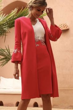 Linea Raffaelli Riad Collection set 16 Stunning poppy red dress and coat style jacket with contrasting ivory and champagne trim. Elegant Outfit, Elegant Dresses, Casual Dresses, Fashion Dresses, Mother Of The Bride Suits, Mother Of Bride Outfits, Mother Bride, Mode Mantel, Mom Dress