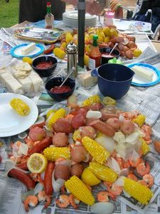 Easy step by step instructions for setting your lobster tables for your nautical themed party.