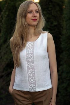 Linen tank is just the perfect look for summer! Natural linen top/blouse with delicate HANDMADE lace. Loose fit top is to wear everyday ant look super feminine and sophisticated. Blouse length: 57 cm Wearing linen clothes in summer allows air to flow thro Blouse En Lin, Umgestaltete Shirts, Cute Clothes For Women, Creation Couture, Loose Fitting Tops, Summer Blouses, Linen Blouse, Linen Dresses, Mode Inspiration