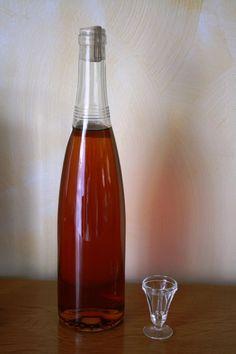 Recette de Liqueur de vanille - Expolore the best and the special ideas about Liqueurs Cocktail Drinks, Sangria, Good Things, Bottle, Parmesan, Syrup, Recipes, Ideas, Butter