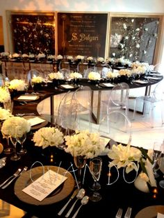 Add a touch of class to your next company holiday party with gold chargers and small, white, floral centerpieces. Corporate Event Design, Corporate Party Ideas, Event Ideas, Wedding Table, Bridal Table, Reception Table, Dinner Table, Wedding Reception, Arte Floral