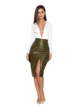 70 Stylish Pencil Skirt outfit examples for you Stylisches Bleistiftrock-Outfit Party Look Fashion, Fashion Models, Fashion Outfits, Sexy Skirt, Dress Skirt, Military Skirts, Military Clothing, Sexy Rock, Pencil Skirt Outfits