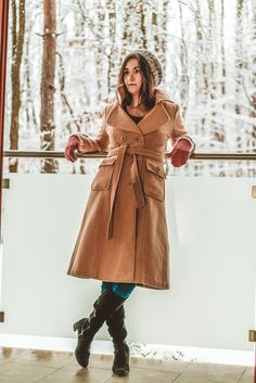 Don't be affraid of winter. You don't need to look like am onion. Winter can be so much fashionable. For example I love to wear long coats. Winter Photography, Portrait Photography, Fashion Photography, Fb Profile, Long Coats, Photo Story, Personal Photo, Winter Coat, Onion