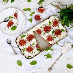 Tämä ihana viikunapiirakka valmistuu helposti ilman uunia. Blogissa resepti sekä mietteitä karavaanareista  Homemade Figs pie ❤ #helppo #viikuna #piirakka #viikunapiirakka #resepti #jälkiruoka #leivonta #peggynpienipunainenkeittio #ruokakuvaus #ruokakuva #karavaanari #inmykitchen #baking #homemade #feedyoursoul #dessert #figspie #figs #pie #hereismyfood #eatography #foodphotographer #foodlover #foodblogfeed #foodshare #foodstagram #foodart #f52gram #huffpostfood #foodstyling C'est Bon, Food Styling, Fig, Deserts, Food And Drink, Cooking, Salty Tart, Kitchens, Kitchen
