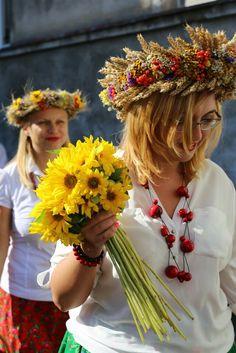 Bolesławiec Poland Trade Secret, Folk Costume, Blond, Countries, All Things, Culture, Diy, Beautiful, Beauty