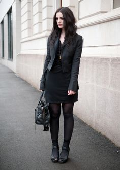 @Stephanie Brown looks great in this black Vero Moda dress from Zalando
