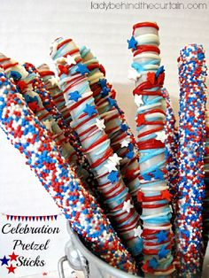 Patriotic Party Treats for Memorial Day or of July -- Red, White & Blue Celebration Pretzel Sticks Patriotic Desserts, 4th Of July Desserts, Fourth Of July Food, 4th Of July Celebration, Patriotic Party, 4th Of July Party, July 4th, Desserts Diy, Blue Desserts