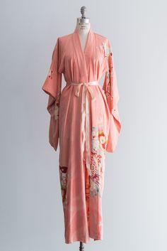 1940s Silk Peach Extra Long Sleeves Kimono - One Size | G O S S A M E R