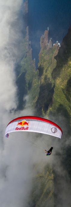 Silent flight. http://win.gs/1g95HGN Image: © Tom de Dorlodot/Search Projects #paragliding #Marquesas #flight