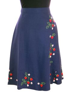 Vintage Wrap Skirt Strawberries Embroidery Cotton 1970s S-M
