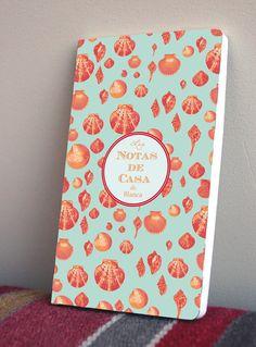Cuaderno de bolsillo único con portada personalizada. por Miparti, €25.00