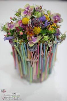 Potje omwikkelen met stokjes.. Painted twigs for arrangements and kids craft