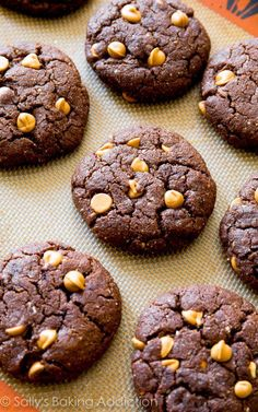 These Flourless Peanut Butter Brownie Cookies only have 7 ingredients. Easy to make, chewy, gluten free, fudgy, soft, and you won't miss the flour and butter!
