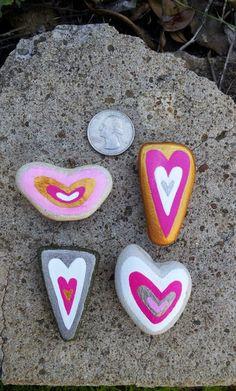 Hand-Painted Valentine Beach Stone Heart Rock por SBBeachcombers