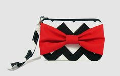 Bow wristlet zipper pouch / camera bag / coin by cottonlicious, €10.00