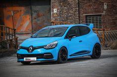 Renault Clio by WALDOW Performance – der ideale Spaßflitzer Das seit den 1960er-Jahren agierende Autohaus Waldow in Rheinbach ist zertifizierter Vertragshändler der Marken Renault, Dacia und Peugeot. Geboten werden optimaler Service und höchste Kompetenz rund um die vierrädrige Mobilität nach..