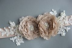 Love the touch of color - Wedding sash belt bridal sash Vintage Beige Nude Tan Ivory romantic - bridal corsage, dress ribbon belt, rustic accessory lace pearls Wedding Dress Sash, Wedding Belts, Bridal Belts, Flower Belt, Wedding Dress Accessories, Sash Belts, Bridal Flowers, Crystal Wedding, Fabric Flowers