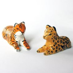 A tiger or a leopard made to nestle in any plant jungles you keep in your home. You don't have to keep these guys in a plant pot, but I thoroughly advocate the idea. Made from white stoneware clay, hand-painted in tan or orange and black and coated with a clear glaze. Please note that these kits didn't glaze as smoothly as I'd have liked (though you can't tell to look at them, but it's reflected in the price nonetheless).You will receive one cat. Each measures approximately 5.5c...