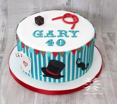 Faca bolo de aniversário em Vintage Designs: Clean & Simples Bolos de Aniversário