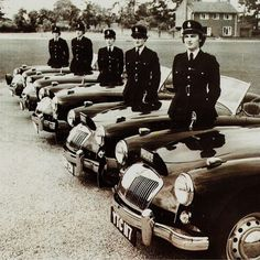 The Lancashire women police officers and their MGA Fleet in 1957 Peugeot, Vintage Cars, Antique Cars, Police Cars, Police Vehicles, Mg Cars, British Sports Cars, Emergency Vehicles, Automotive Art
