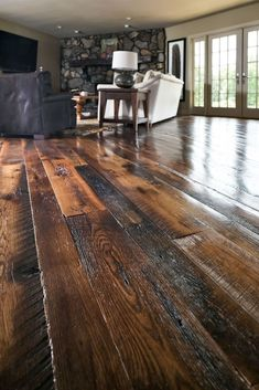 Joan's Farmhouse Awesome 33 Comfy Small Home Interior Design Ideas With Very Amazing Wood Floor. Small House Interior Design, House Design, Wood Floor Design, My Dream Home, Home Remodeling, Building A House, New Homes, Rustic Wood Floors, Wood Flooring