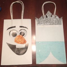 Bolsas para dulces Frozen Theme, Frozen Party, Ideas Para Fiestas, Minions, Crochet Earrings, Paper Purse, Packaging, Christmas Balls, Candy Bags