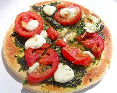 Caprese Salad Pizza (Insalata Caprese Pizza) #vegetarian #pizza