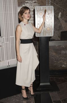 emma-watson-lights-the-empire-state-building-for-international-women-s-day-in-nyc-march-8-2016-1.jpg (1280×1961)