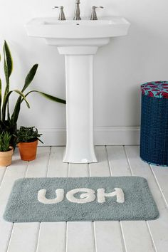 Plum Bow You Look Good Bath Mat Urban Outfitters Apartment - Plum bath mat for bathroom decorating ideas