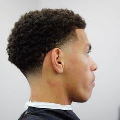 Taper Fade Afro, Taper Fade Curly Hair, Afro Fade, Wavy Hair Men, Temp Fade Haircut, Boys Fade Haircut, Taper Fade Haircut, Tapered Haircut, Black Fade Haircut
