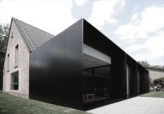 moderne home ? :: ARCHITECTURE :: Photo Credit: Graux & Beyens architecten a Belgian architecture firm - adore! Lovely exterior cladding to . Architecture Extension, Architecture Durable, Houses Architecture, Architecture Design, Black Architecture, Residential Architecture, Amazing Architecture, Contemporary Architecture, Installation Architecture