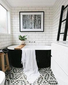 Gorgeous Black And White Subway Tiles Bathroom Design - Onechitecture Metro Tiles Bathroom, White Subway Tile Bathroom, Modern White Bathroom, Bathroom Tile Designs, Room Tiles, Bathroom Flooring, Small Bathroom, Bathroom Art, Loft Bathroom