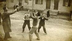 Η οδός Βούτζα το 1936 Sumo, Wrestling, Couple Photos, Couples, Lucha Libre, Couple Shots, Couple, Couple Pics