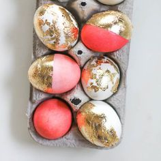 Make your own DIY color-blocked and marble Easter eggs by adding mod podge and Gold Leaf to the egg surface! #poachit