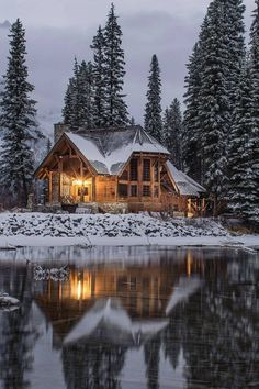 """winter-queen-blr: """"finefools: """"Emerald Lake, Canada by Ian Keefe """" Stay Cozy for the cold days and nights to come! Ideas De Cabina, Beautiful Homes, Beautiful Places, Winter Cabin, Winter Snow, Cozy Cabin, Cozy Winter, Winter House, Emerald Lake"""
