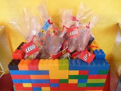 lego decoration for my goody bags? Lego Birthday Party, 8th Birthday, Birthday Parties, Pochette Surprise, Cadeau Surprise, Boy Headboard, Lego Candy, Lego Decorations, Trunk Or Treat