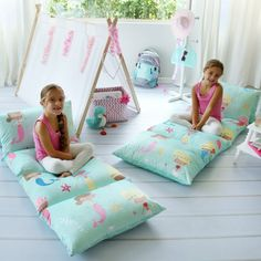 Add pillows to this lounge cover then simply unroll and the sleepover begins! This charming accessory becomes a pillow, bed and cushion to relax on. The adorable pattern makes playrooms pop. King Pillows, Soft Pillows, Pillow Beds, Throw Pillows, Sleepover Beds, Inflatable Bed, Mermaid Pillow, Comfortable Pillows, Kid Beds