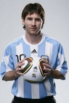 s Messi (born June 1987 in Rosario) is an Argentine footballer who plays for FC Barcelona in La Liga. He is also a member of the Argentine national team. Messi Soccer, Messi 10, Lionel Messi, Team Player, Football Players, Messi Photos, Sports Stars, Sports Pics, Soccer Stars