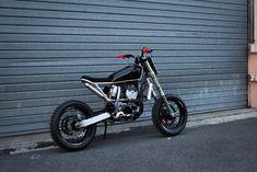 Back to the super tracker shot by @craftrad ! #56motorcycles #custom #garage #craftrad #suzuki #drze #drz #supermoto #tracker #excel #dropmoto #motogadget #hotcam #dirtbike #budracing #bikeshed #paris #athena #434cm3 #keihin