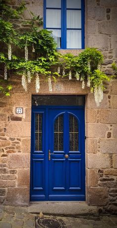 (love the single sidelight) Dinan, Côtes-D'Armor, France· Cool Doors, Unique Doors, Closed Doors, Door Knockers, Doorway, Door Design, Windows And Doors, Stairways, Architecture