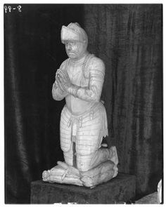 Spanish marble statue, knight, full figure. Metropolitan Museum of Art (New York, N.Y.). Cloisters Library and Archives. Raphael Stora Negative Collection. #knight #spanish #marble #sculpture #gameofthrones | This Spanish marble statue of a knight praying should please all the Game of Thrones fans looking forward to the final episode!