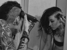 the whole gothic/punk shaved head look reminds me of my wife all the dam time. Half Shaved Head, Shaved Sides, Undercut, Chicas Punk Rock, Head Tumblr, Shaved Hair Women, Punk Tattoo, Tattoos, Tattoo Art