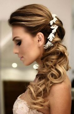 Bridal side ponytail hairstyles and side ponytail wedding hairstyles Side Ponytail Wedding, Hairdo Wedding, Wedding Ponytail, Bridal Hair Side Swept, Wedding Dress, Bridal Hairdo, Wedding Bride, Wedding Hair And Makeup, Wedding Beauty