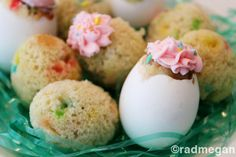 Cupcakes baked in eggshells....this would be sooo cute for Easter.