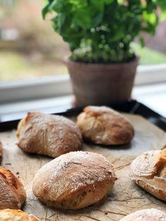 De rustikke manitoba stykker er perfekte til sandwichen til frokost eller madpakken. Hemmeligheden bag de store lufthuller