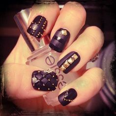 studded nails; simple styles - great w/ any neutral shades - nudes, pinks, grays, or any matt finish lacquer!