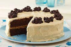 Chocolate Cluster-Peanut Butter Cake Recipe - Kraft Recipes - Where Home Starts Kraft Recipes, Cake Recipes, Dessert Recipes, Kraft Foods, Yummy Recipes, Yummy Treats, Sweet Treats, Chocolate Clusters, Classic Cake