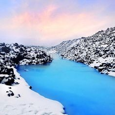 A great shot from one of our guests, Mai Fernandez, of the steaming hot Blue Lagoon surrounded by snow ‪#‎BlueLagoon‬ ‪#‎Iceland‬