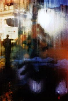 Saul Leiter started shooting color and black-and-white street photography in New York in the He had no formal training in photo. Saul Leiter, Street Art Photography, Abstract Photography, Fine Art Photography, Glamour Photography, Lifestyle Photography, Editorial Photography, Levitation Photography, Exposure Photography