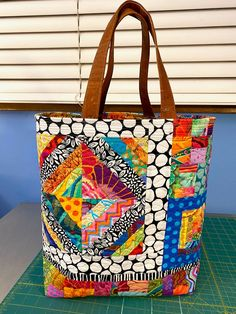 POSTS Crazy Patchwork, Patchwork Bags, Patchwork Patterns, Patchwork Designs, Quilt Patterns, Quilted Tote Bags, Bag Pattern Free, Fabric Bags, Handmade Bags